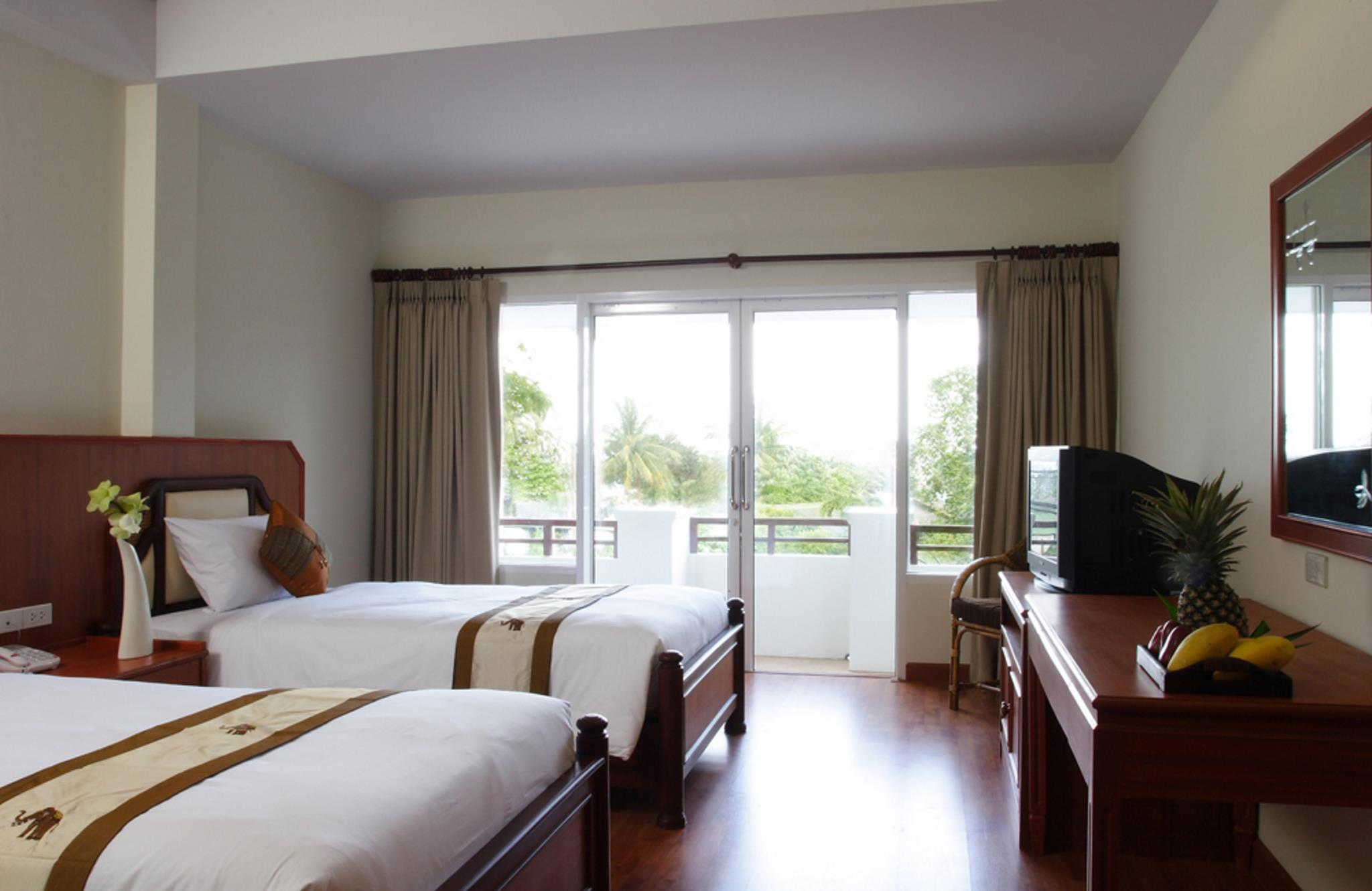 Superior Room Twin Beds : 1 double bed and 1 standard bed